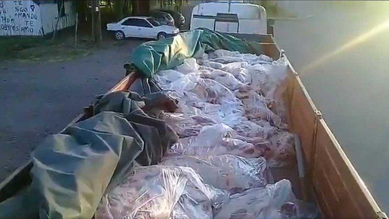 Atrapan un camión repleto de carne ilegal: llevaba 10 toneladas de asado para Navidad