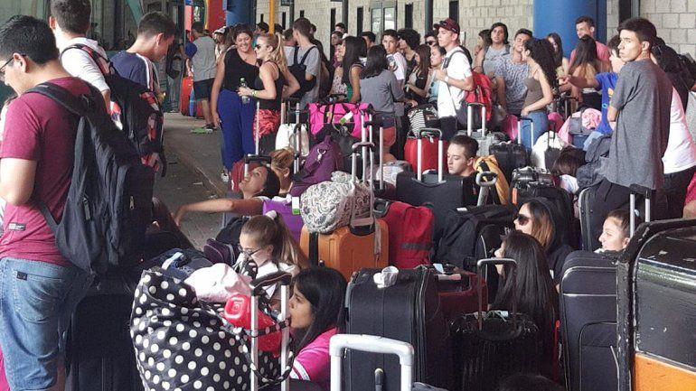 Egresados del Alto Valle quedaron varados en Buenos Aires y hay bronca