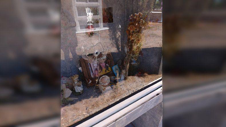 Destrozaron el cementerio de Oro y le dispararon al nicho de Agostina Mazzina