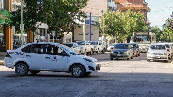 cipolletti: asaltaron un taxista con un cuchillo y quisieron atropellarlo