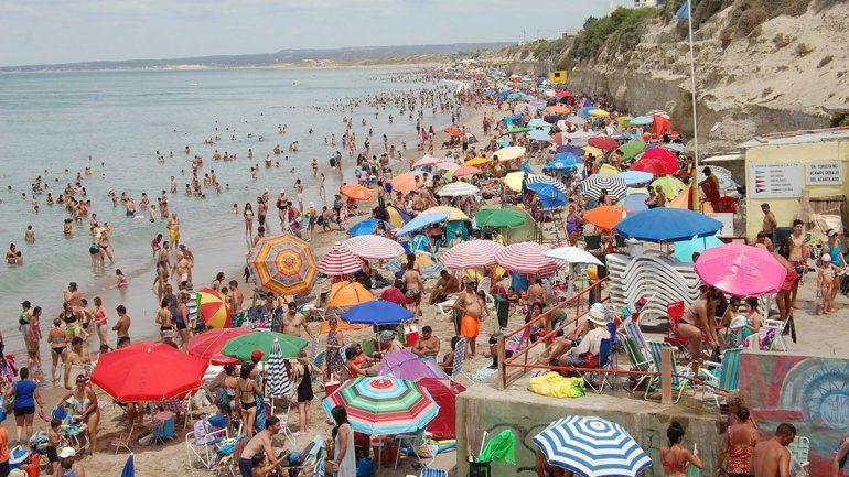 Las Grutas larga la temporada y esperan una multitud de turistas