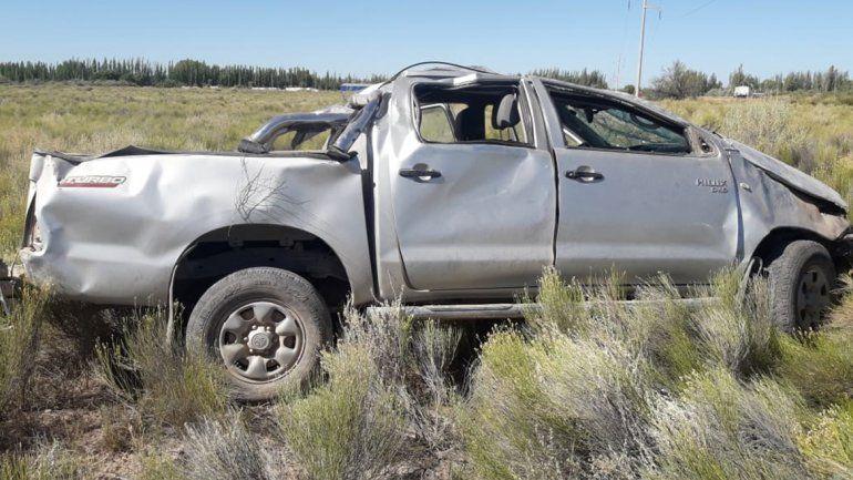 Perdió el control de su camioneta y volcó: hay una niña herida