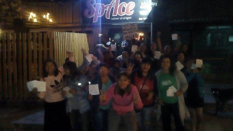 Mujeres cipoleñas escracharon al boliche tras la violación grupal de una adolescente