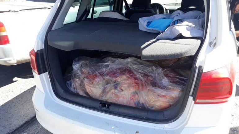 Los atraparon con 120 kilos de costillares en el baúl del auto
