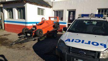 se filmaban haciendo trompos con un karting y cayo la policia