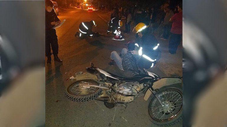 Iban en una moto robada, chocaron un taxi y terminaron con heridas graves