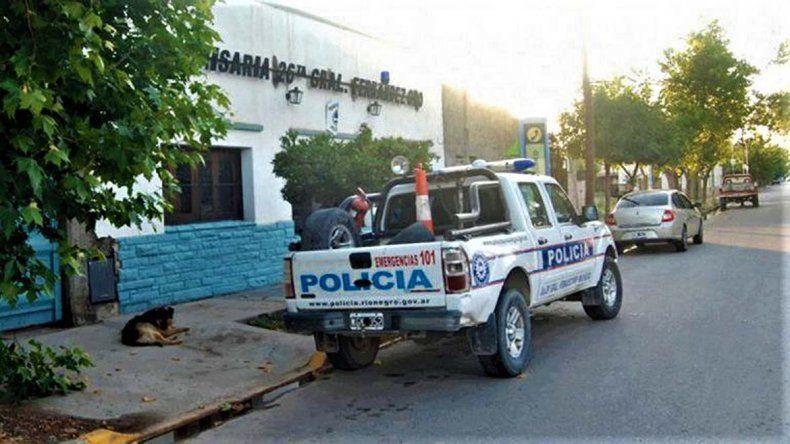 Violencia en Fernández Oro: atacó a un hombre con un cuchillo y se escondió abajo de la cama