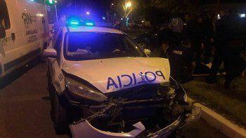 un patrullero y un auto chocaron: 2 policias y un conductor, heridos