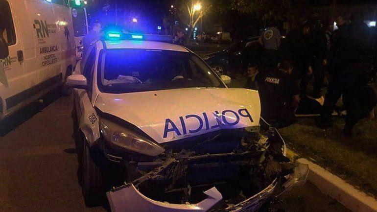 Un patrullero y un auto chocaron en pleno centro cipoleño: dos policías y un joven sufrieron heridas