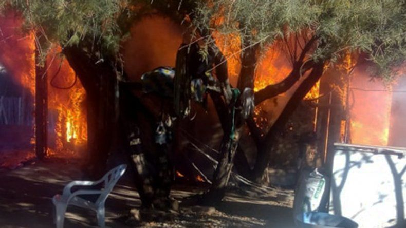 Isla Jordán: se les quemó la casa por un cortocircuito y perdieron todo
