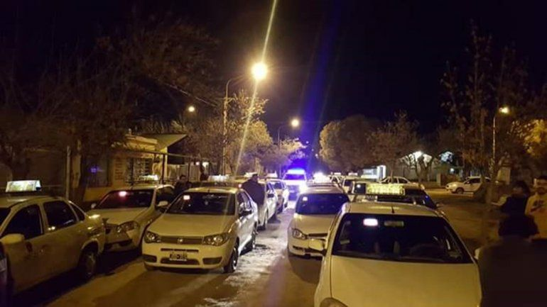 Asaltaron a dos taxistas durante la madrugada y ahora se niegan a ingresar a las tomas