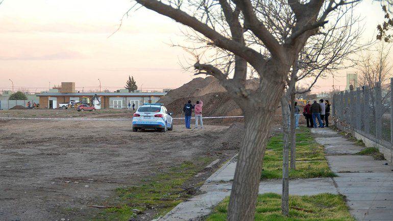 El cuerpo hallado semienterrado detrás del hospital es de un adolescente