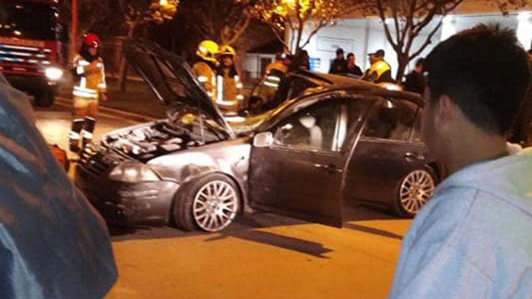 Cipolletti: perdió el control del auto y chocó contra otros dos