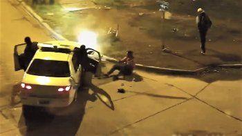 movil policial choco a una moto durante una brutal persecucion