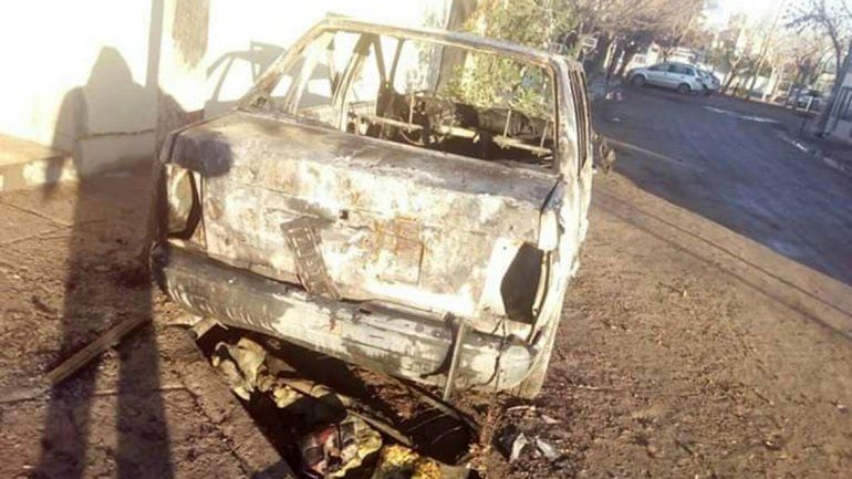 Una moda delictiva: incendian otro auto en el Piedrabuena