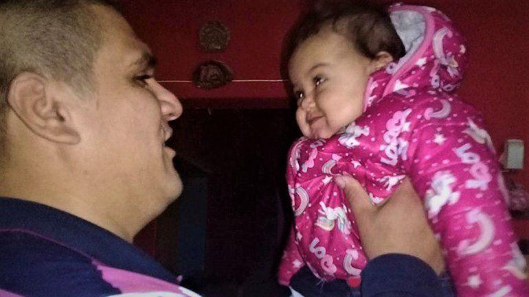 Cipolletti: el emocionante reencuentro de la beba con el policía que le salvó la vida con RCP