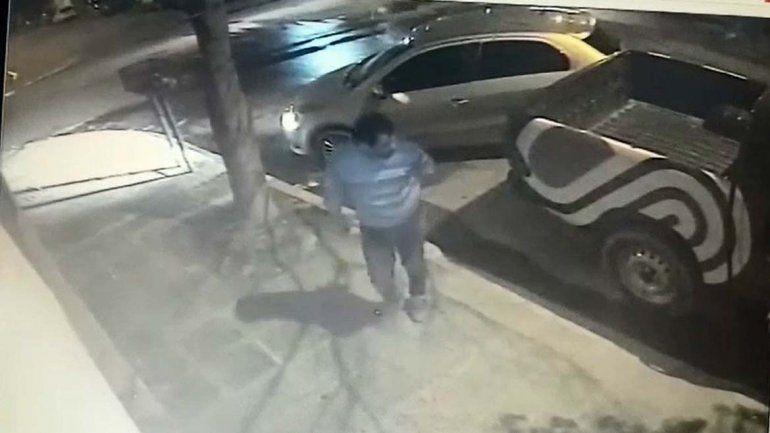 Un gitano robarruedas quedó escrachado por las cámaras de seguridad en el centro cipoleño
