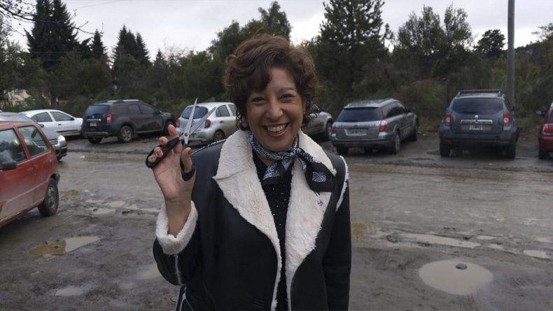 Arabela Carreras fue a votar con tijera en mano