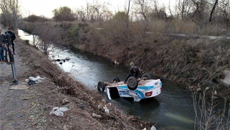 El patrullero que volcó y terminó adentro de un canal no tenía desperfectos técnicos