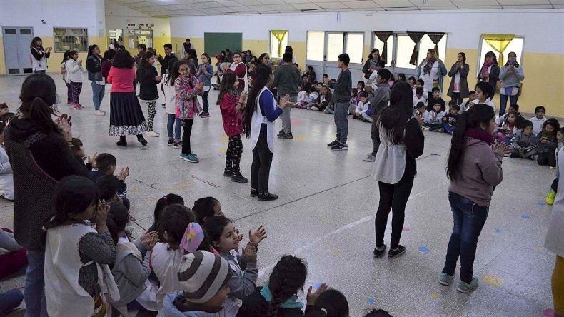 Las escuelas cipoleñas se llenan de folclore