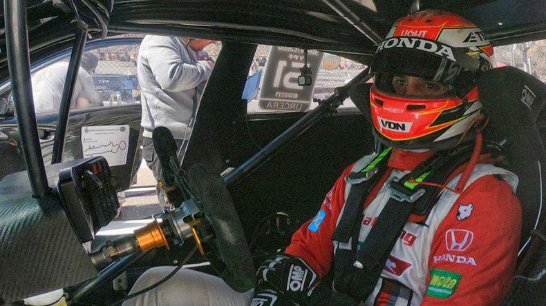 Manu Urcera abandonó otra vez en el Súper TC 2000
