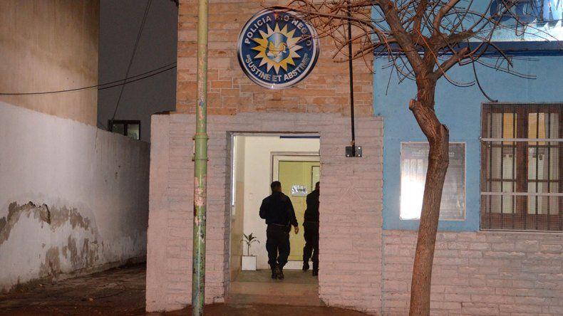 Cayeron dos neuquinos tras robar alcohol y carne en dos locales del centro cipoleño