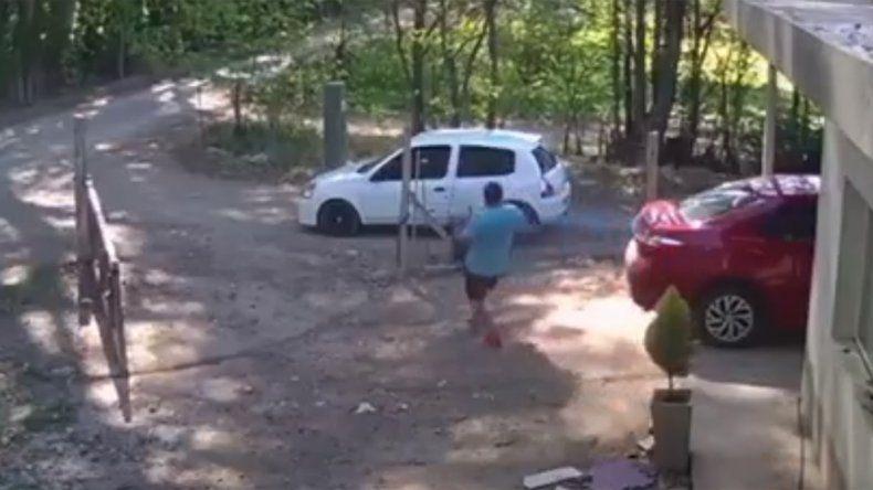 Mientras una familia desayunaba, ingresó al patio de la casa y les robó el generador