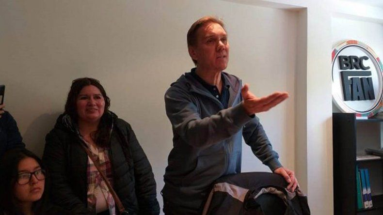 Alumnos de Bariloche se quedan sin viaje de egresados a Brasil por una estafa