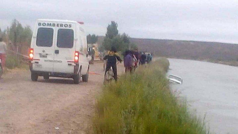Un hombre cayó con su auto al Canal Principal y desapareció