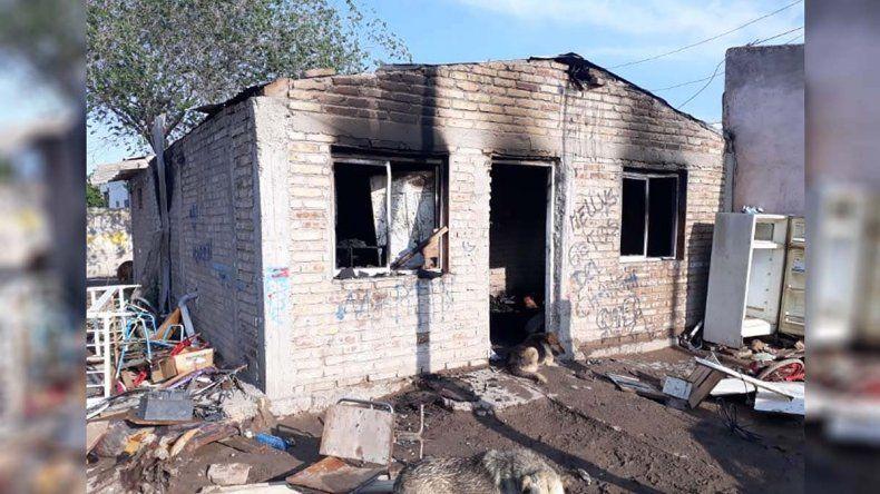 Allen: incendian la casa del adolescente acusado de violar a una beba