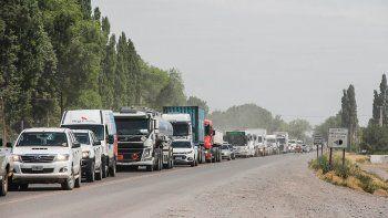 el nuevo semaforo sobre la ruta 22 genera grandes congestiones