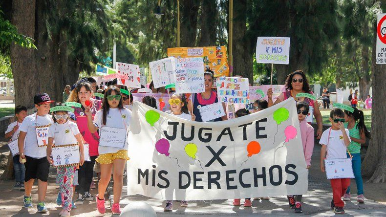 Los chicos marcharon con alegría para hacer valer sus derechos