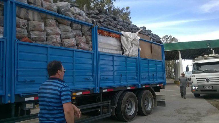 Decomisan miles de kilos de hortalizas y docenas de huevos de contrabando