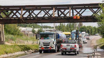 semaforos colgantes para evitar choques en el puente del tren
