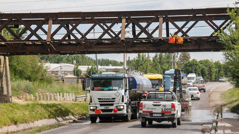 Semáforos colgantes para evitar choques en el puente del tren