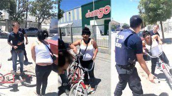 la atraparon robando alcohol de un super y mordio a un policia