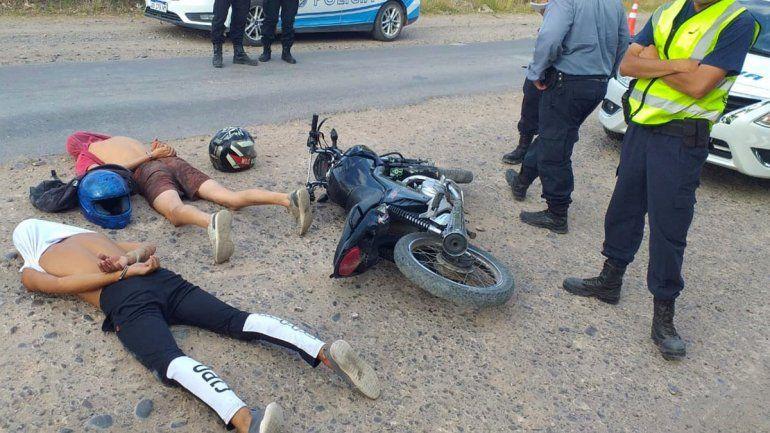 Los temerarios motochorros que robaron en Cipolletti y Cinco Saltos a punta de pistola quedaron en libertad