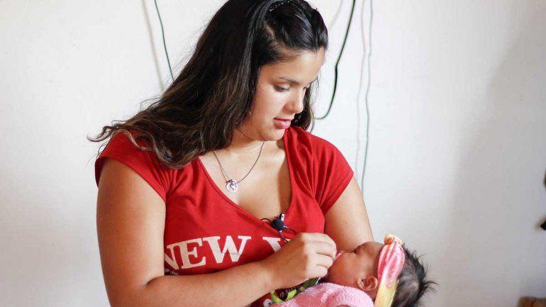 Una adolescente parió a su beba en el baño del hospital de Cipo