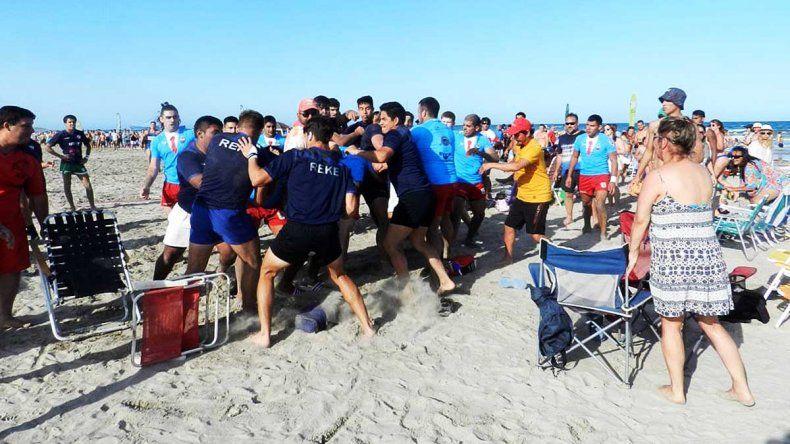 Vergüenza: rugbiers terminaron a las piñas en Playas Doradas