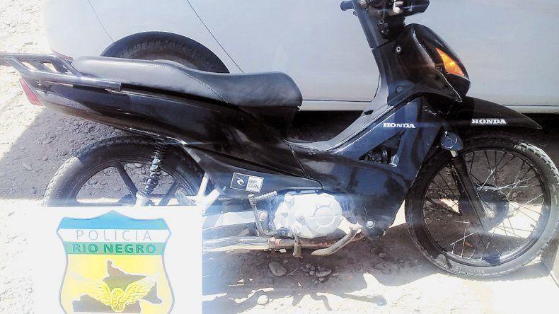 Interceptan en la 22 a un adolescente con una moto robada