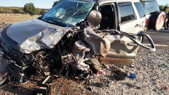 familia cipolena choco contra un camion en la ruta 22
