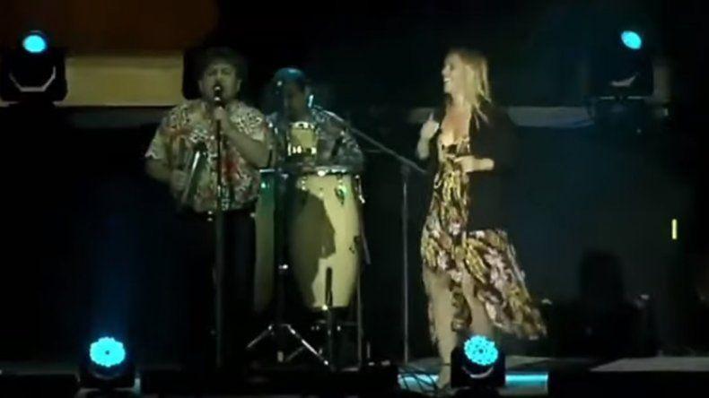 María Emilia Soria se subió al escenario mayor y bailó al ritmo de Los Palmeras