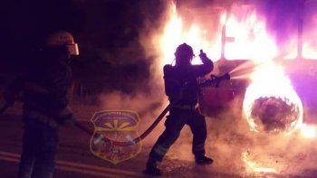 un colectivo de la empresa koko se prendio fuego en plena ruta 22