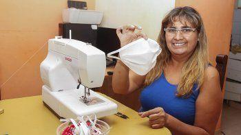 mercedes, la portera de escuela que ensena como hacer barbijos y los dona al hospital