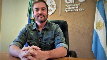 el intendente y seis funcionarios de fernandez oro donaron sus sueldos