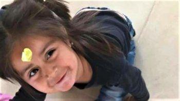 conmocion por la muerte de una nena: detuvieron al padrastro