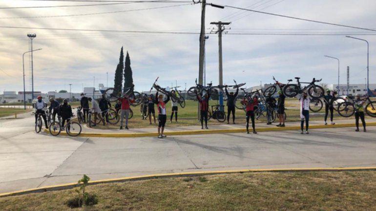 Ciclistas protestaron por la marcha atrás de las salidas deportivas