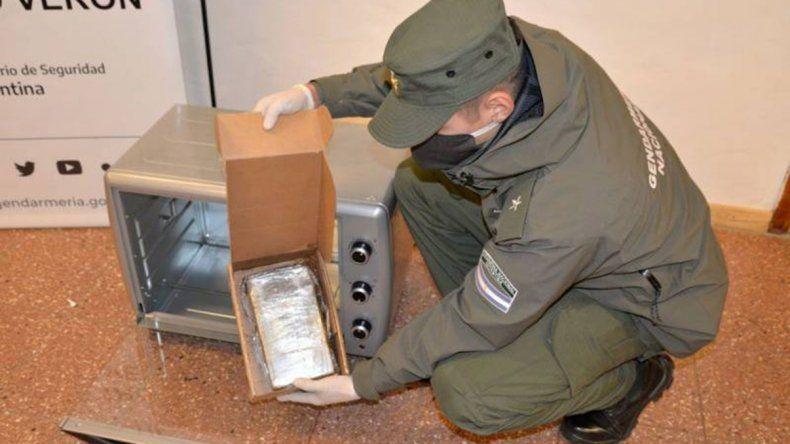 Decomisaron cocaína que era enviada dentro de un horno eléctrico