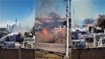 cipolletti: impresionante incendio en la papelera de ruta 151