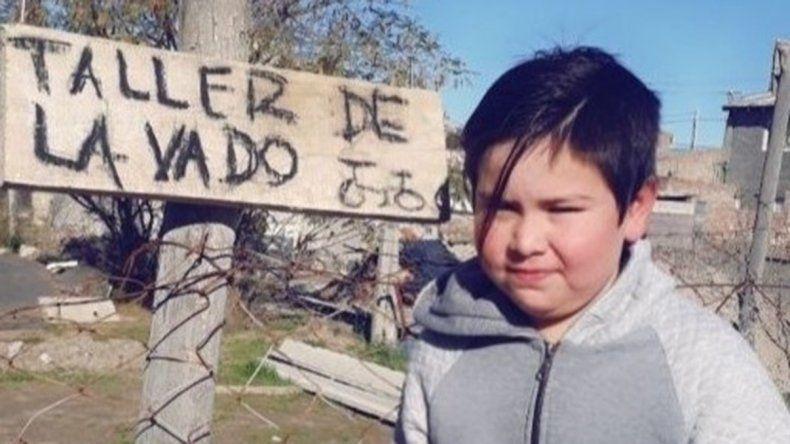 Nene de Las Grutas ofrece lavar bicis para ayudar a su mamá